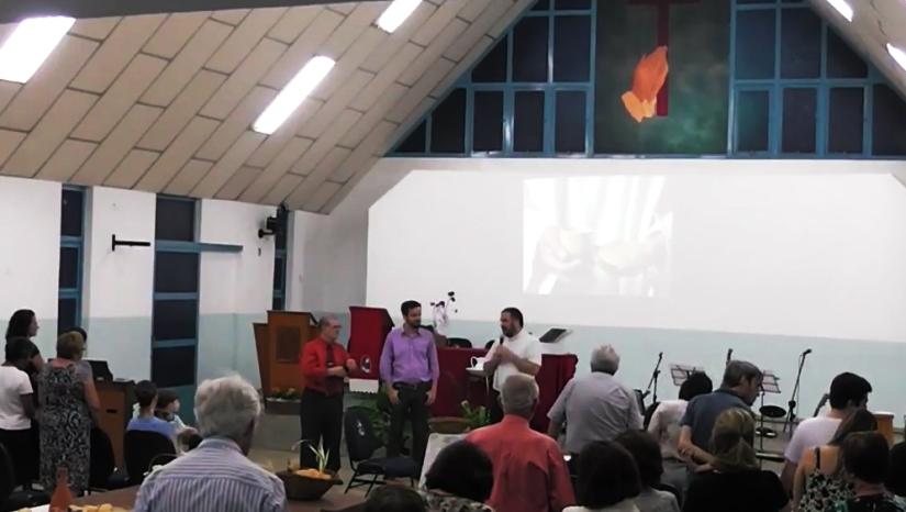 Rev. Rubem Samuel Nieto (IPI Jardim América de Araraquara), Rev. André Machado Lobo (IPI Jardim das Oliveiras de Araraquara) e Rev. Giovanni Campagnuci Alecrim de Araújo (IPI de Araraquara) celebrando juntos na Quinta-feira Santa de 2016